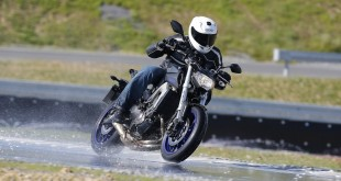 On a testé le Metzeler Roadtec 01 : la waterproof attitude