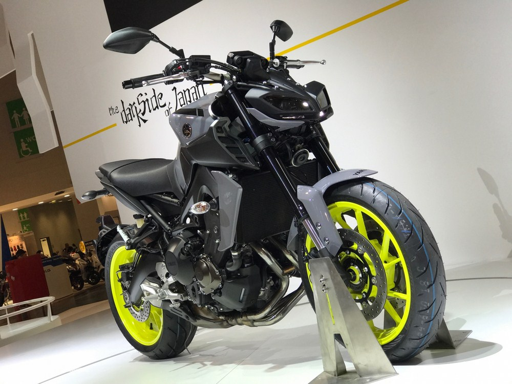 nouveaut 2017 yamaha mt 09 intermot 2016 moto dz. Black Bedroom Furniture Sets. Home Design Ideas