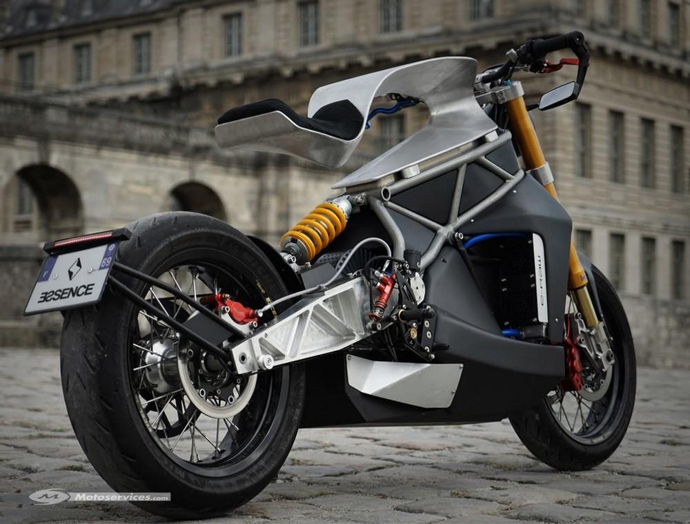 Essence e-Raw : la moto électrique qui surfe sur le bitume