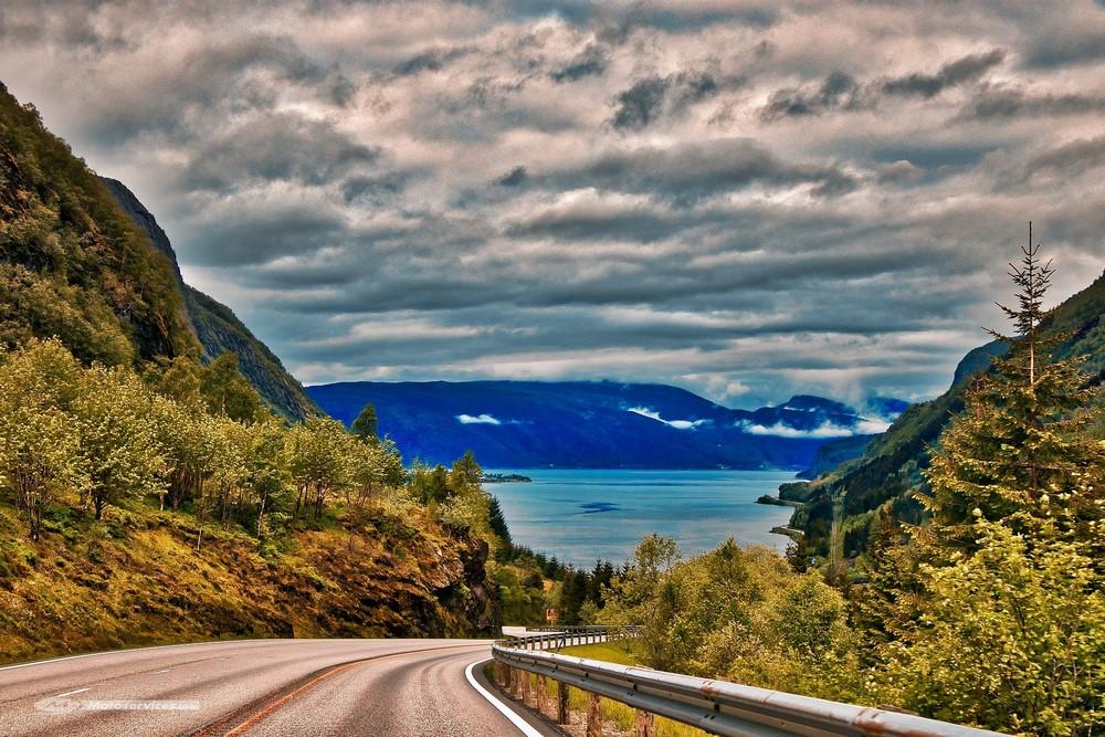 Le top 10 des routes où il faut absolument rouler en Europe avant d'arrêter la moto !