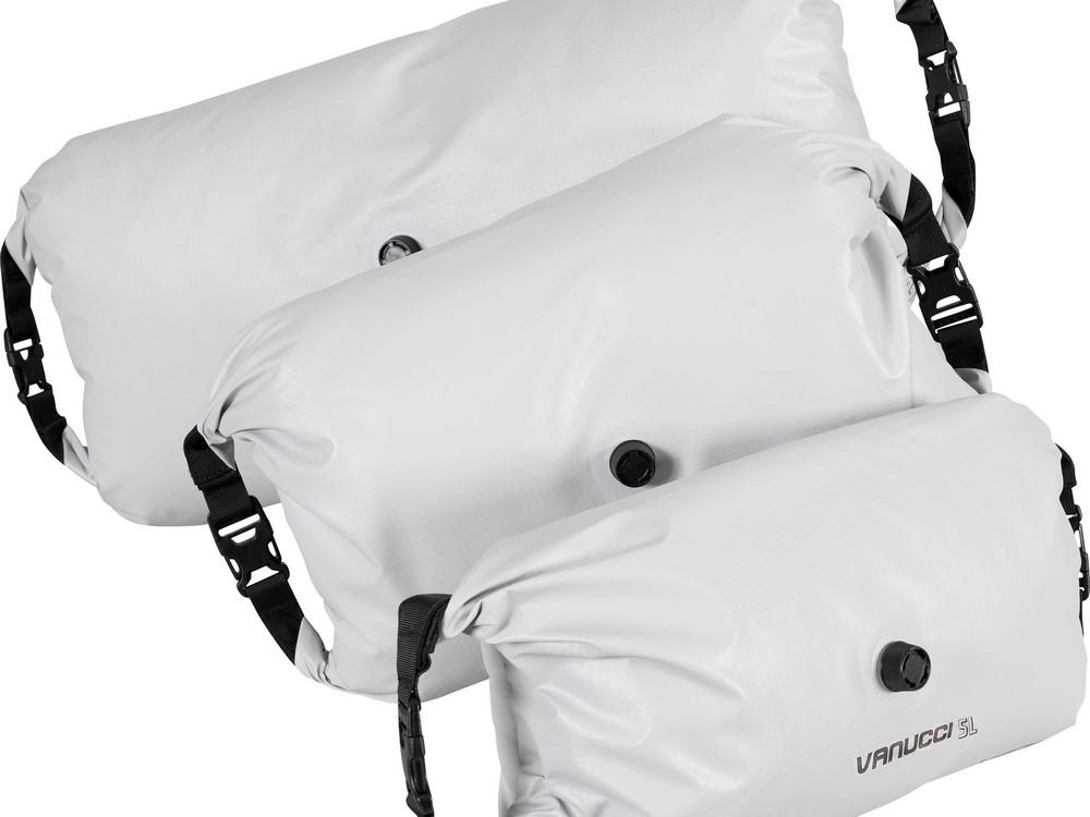 Voyage moto : le sac à compression, fallait y penser, Vanucci l'a fait !